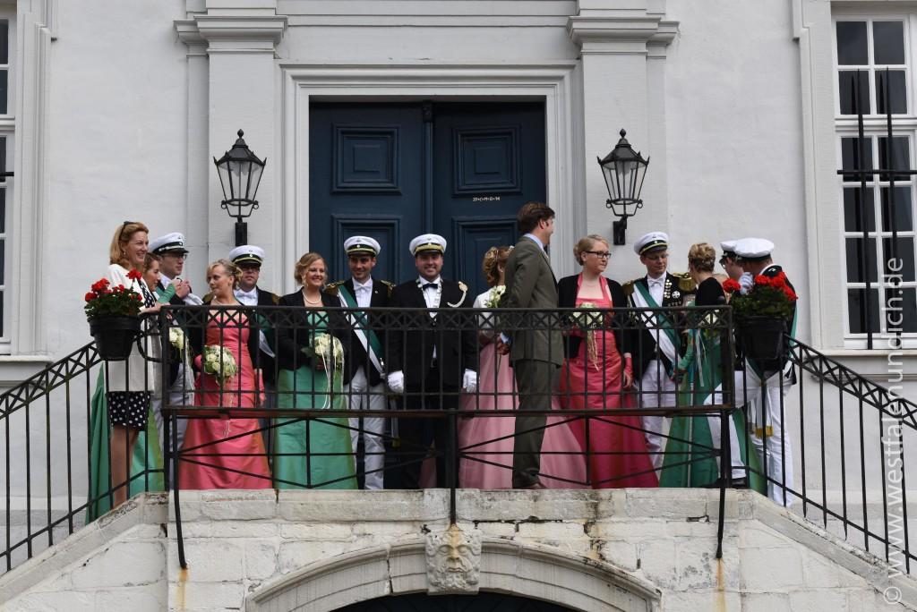 Der Graf und die Gräfin empfingen den König und die Königin. - Bild 01