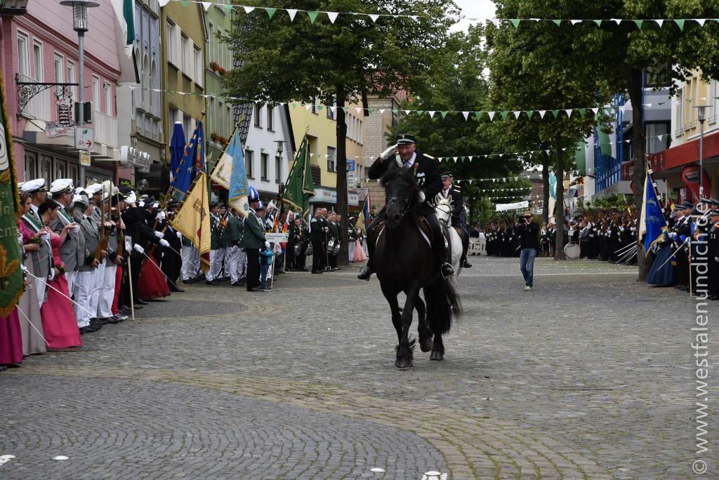 Samstag - Aufstellen des Bataillons auf dem Marktplatz - Bild 02