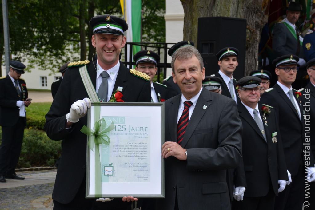 von Links: König Michael Dellwig und Friedhelm Spieker - Landrat