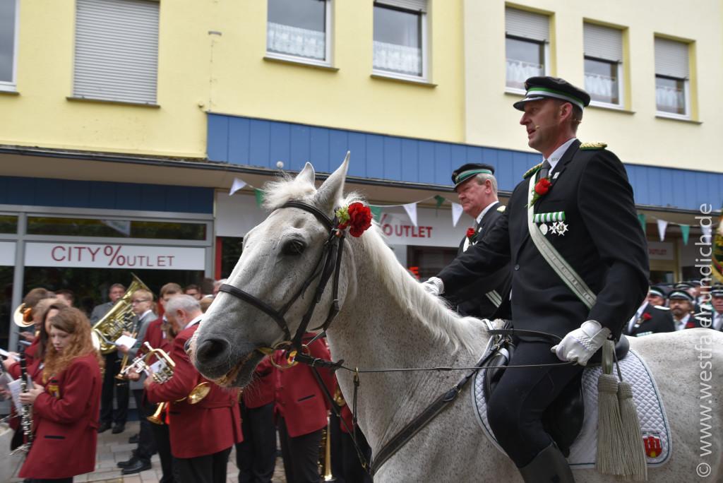 Samstag - Aufstellen des Bataillons auf dem Marktplatz - Bild 03