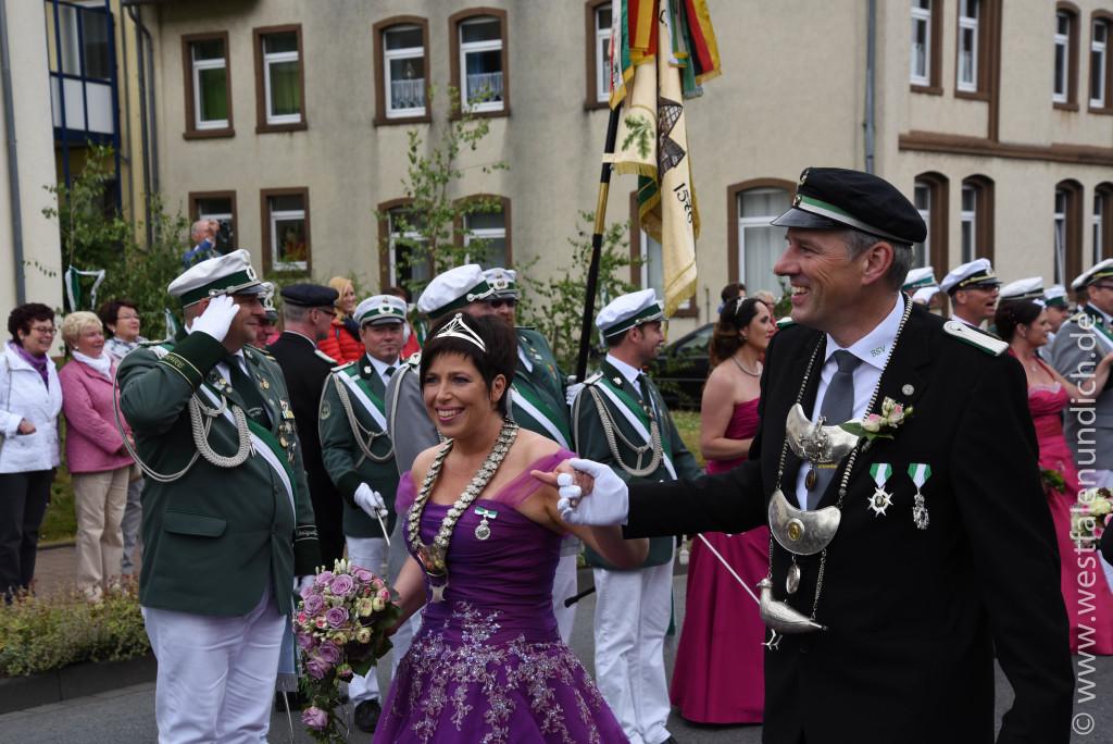 Samstag - Abholen des Königspaares und Umzug durch die Stadt - Bild 04