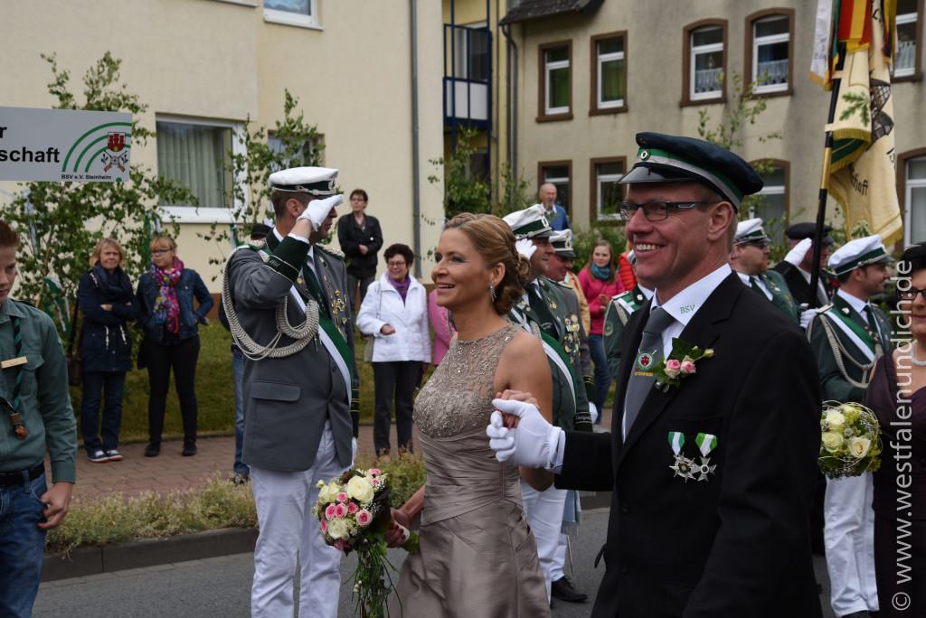 Samstag - Abholen des Königspaares und Umzug durch die Stadt - Bild 09