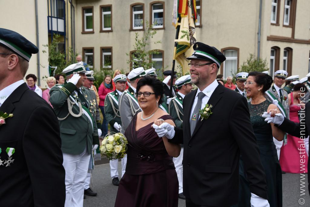 Samstag - Abholen des Königspaares und Umzug durch die Stadt - Bild 08