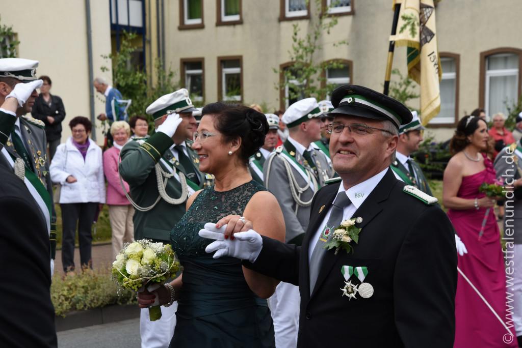 Samstag - Abholen des Königspaares und Umzug durch die Stadt - Bild 07