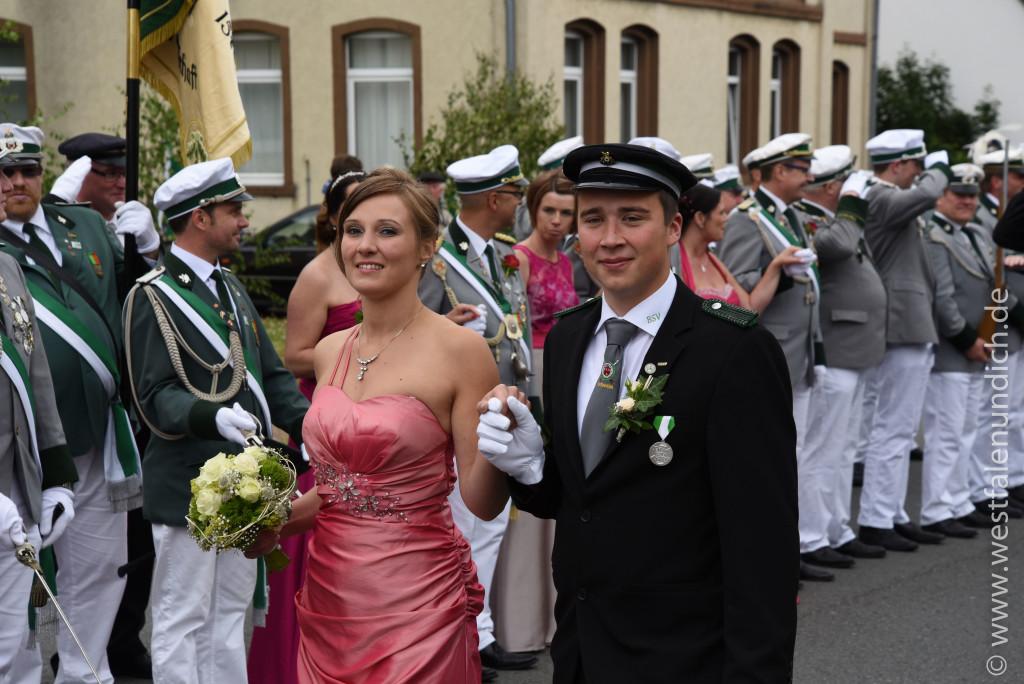 Samstag - Abholen des Königspaares und Umzug durch die Stadt - Bild 05
