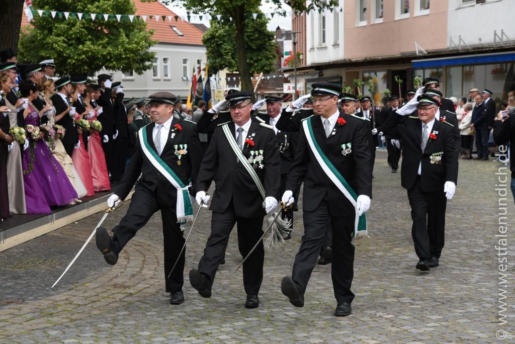 Samstag - Parademarsch auf dem Marktplatz - Bild 02