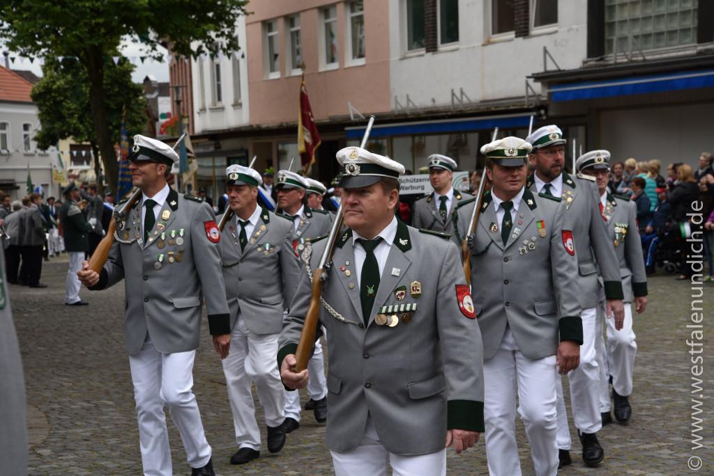 Samstag - Parademarsch auf dem Marktplatz - Bild 03