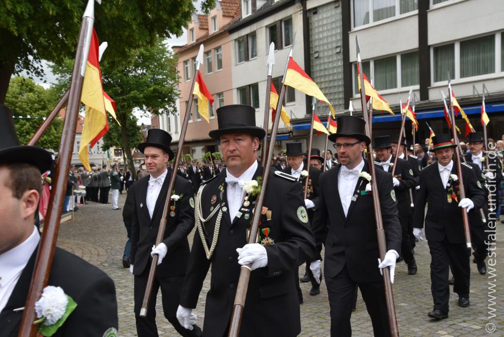 Samstag - Parademarsch auf dem Marktplatz - Bild 05