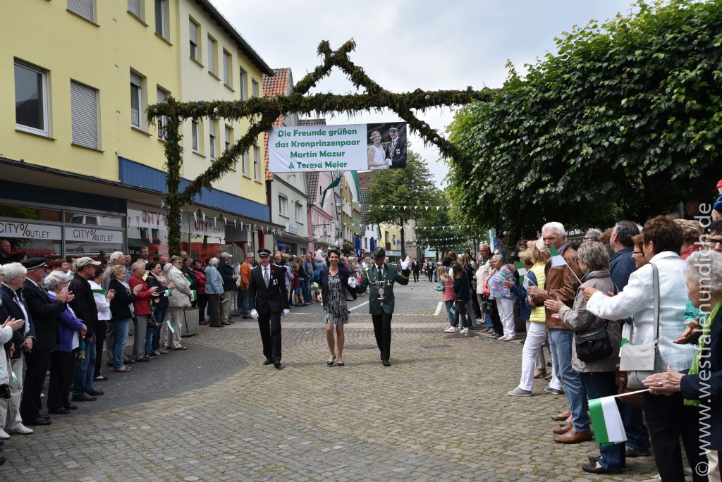Sonntag - Ankunft am Marktplatz - Bild 01