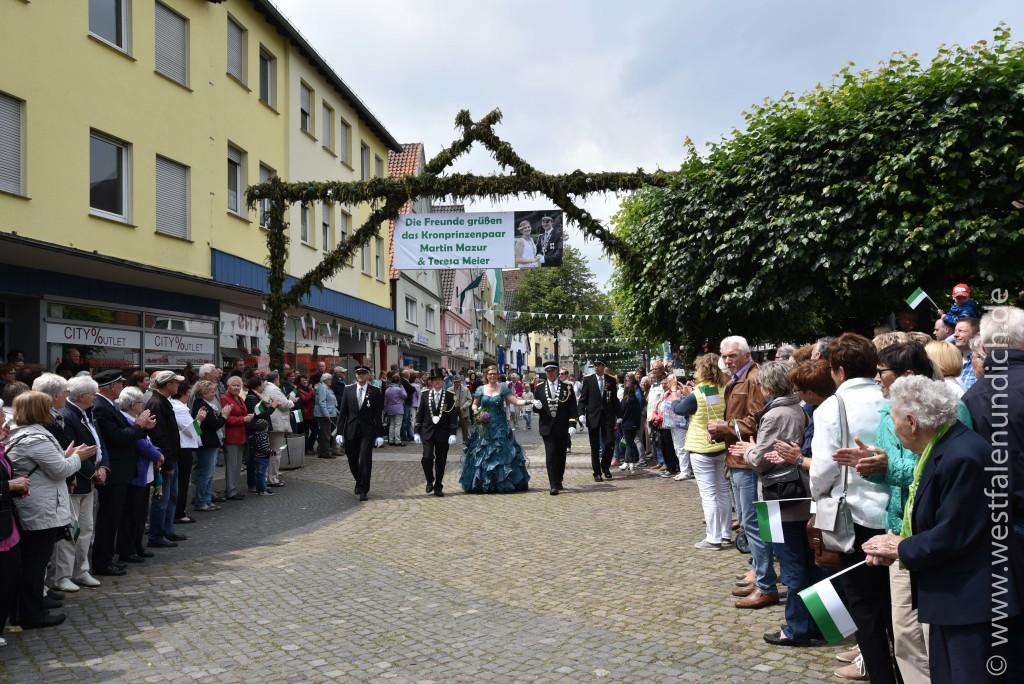Sonntag - Ankunft am Marktplatz - Bild 02