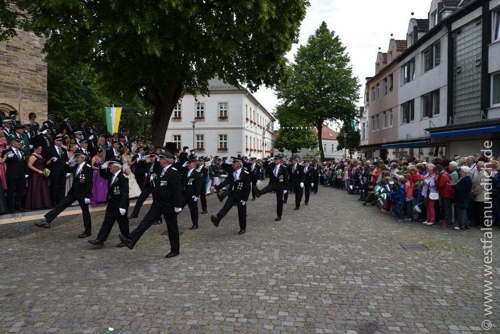 Sonntag - Parademarsch auf dem Marktplatz - Bild 02