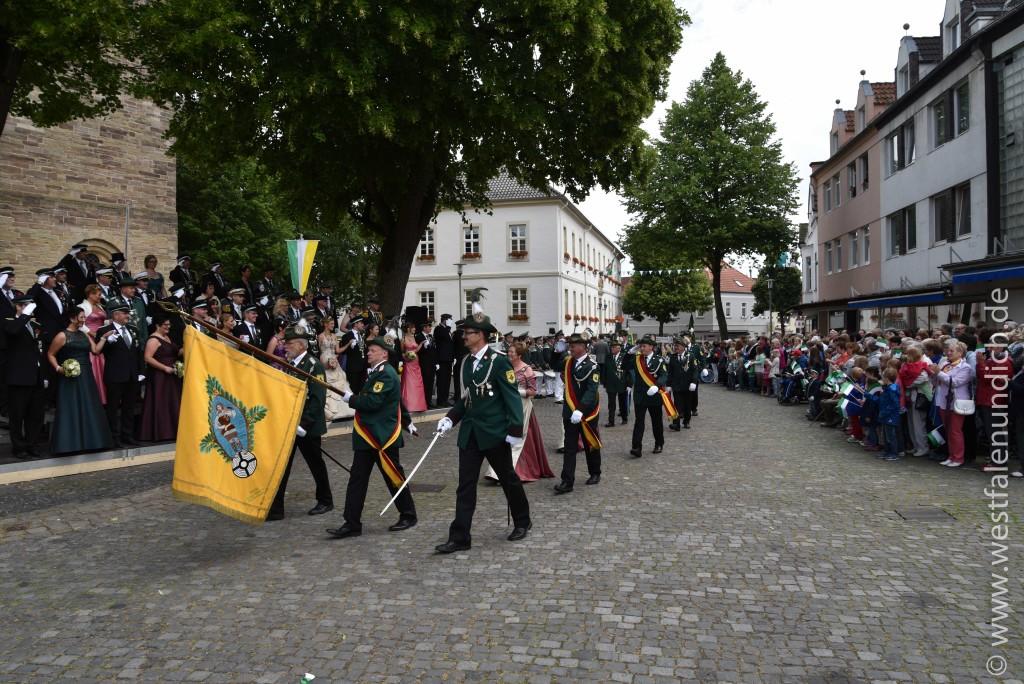Sonntag - Parademarsch auf dem Marktplatz - Bild 04