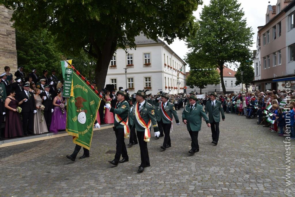 Sonntag - Parademarsch auf dem Marktplatz - Bild 06