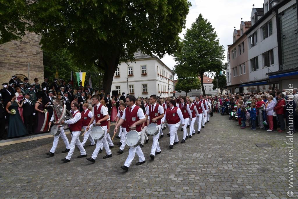Sonntag - Parademarsch auf dem Marktplatz - Bild 03