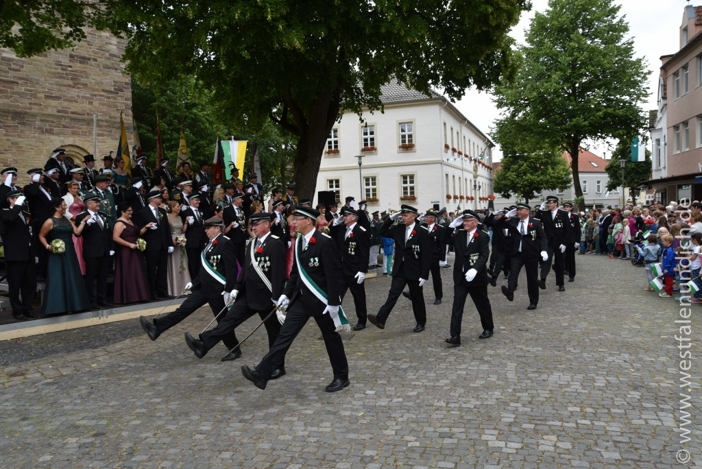 Sonntag - Parademarsch auf dem Marktplatz - Bild 05