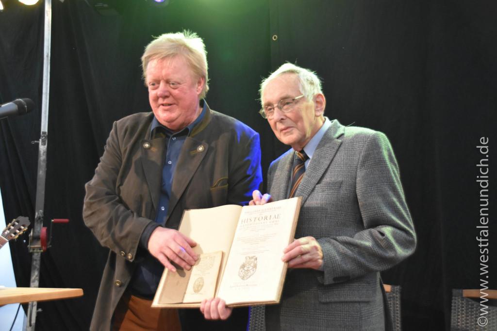 Verleihung der Reineccius-Medaille 2015 - von Links: Herr Stephan Lücking und Herr Johannes Waldhoff - Bild 05