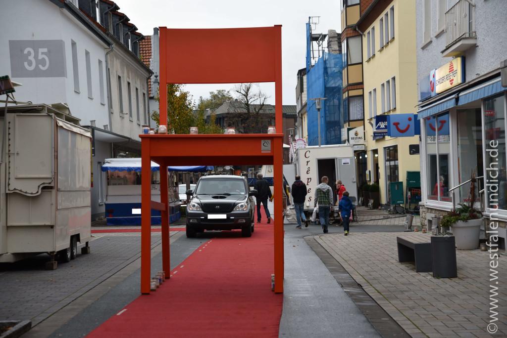 Steinheim – Reineccius-Markt 2015 - Der rote Riesenstuhl - Bild 01