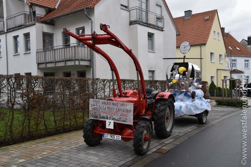 Rosenmontag 2016 – Steinheim - W7 - Robbi, Tobbi und das Fliewatüt Auf den letzten Drücker - Bild 02