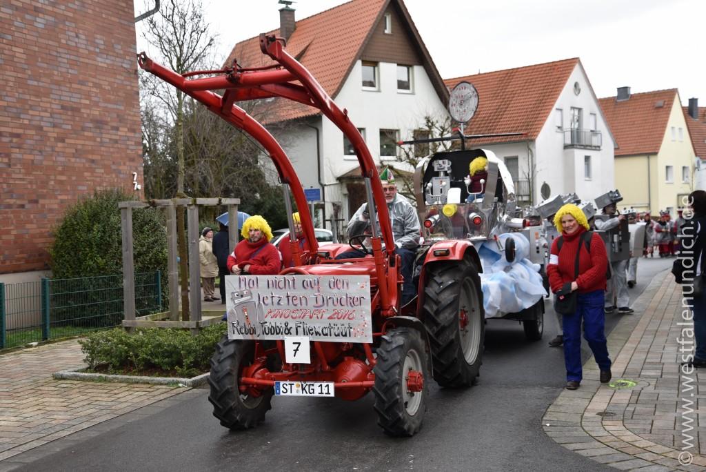 Rosenmontag 2016 – Steinheim - W7 - Robbi, Tobbi und das Fliewatüt Auf den letzten Drücker - Bild 01