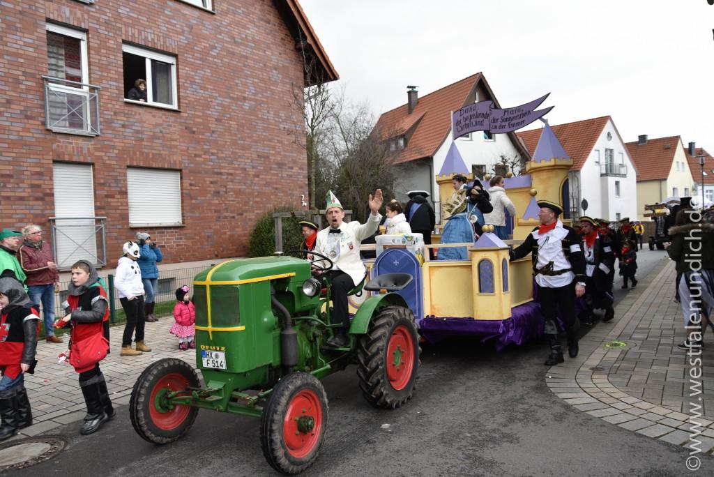 Rosenmontag 2016 – Steinheim - W3 - Kinderprinzenwagen - Bild 01