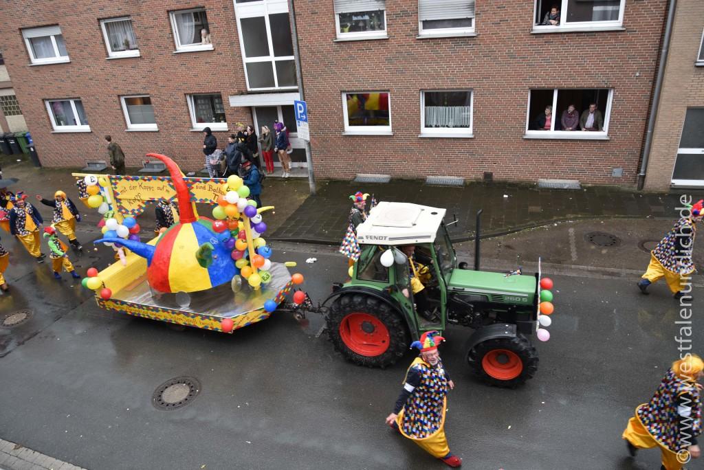 Rosenmontag 2016 - Steinheim - W13 - Hofnarren vom Balkan Balkanesen aus Bad Hagedorn - Bild 02