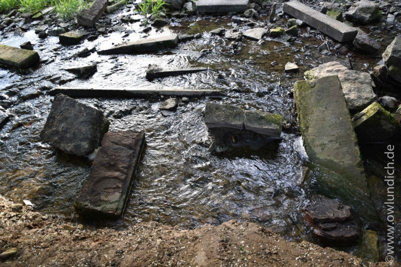 Grabsteinfragmente in der Nähe des Heubachs/Emmer - Bild 02