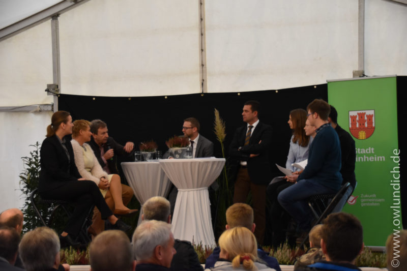 01.Steinheimer Messe - Podiumsdiskussion - Schüler fragen - Wirtschaft / Politik antwortet - Bild 01